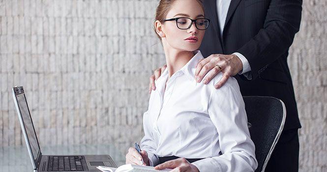 Секс на робочому столі фото