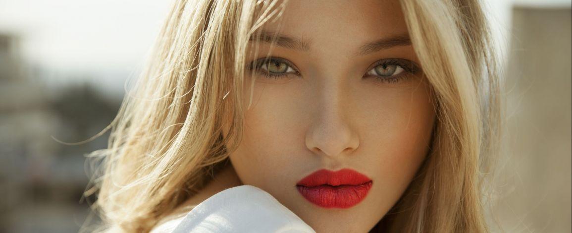 Как идеально накрасить губы красным?