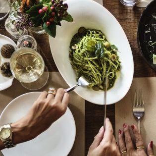 Новогодний стол: Сколько можно хранить блюда в холодильнике?
