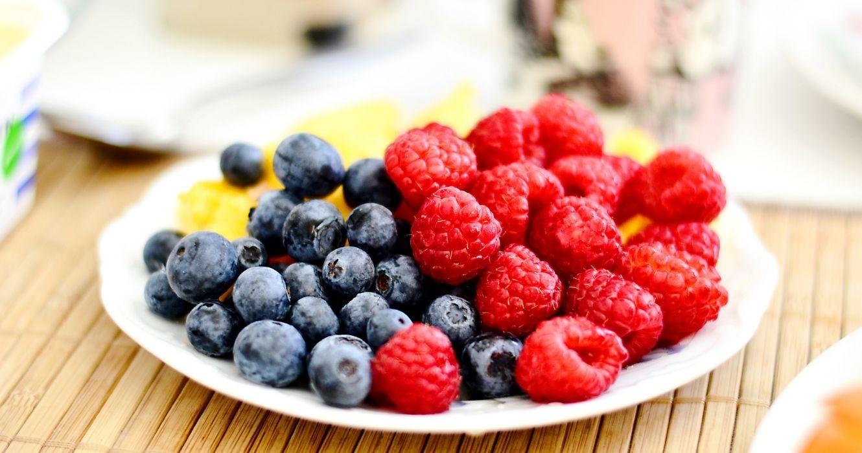 ягоди та сухофрукти