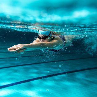 Що буде, якщо стрибнути в басейн з алкоголем?