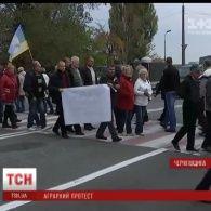 Фермери Чернігівщини влаштували акцію протесту, зупинивши рух міжнародної траси