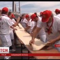 У Італії спекли найдовшу у світі піцу