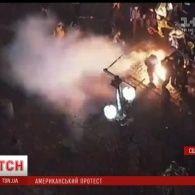 Невдоволені новим президентом американці палять фаєри та розбивають вікна в магазинах