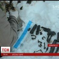 Цілий арсенал зброї виявили в полі поблизу Івано-Франківська
