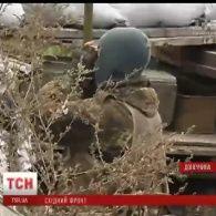 Захисники околиць Маріуполя повідомляють про потужний ворожий обстріл і поранених