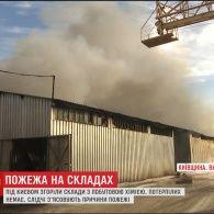 У містечку Вишневе згоріли склади з побутовою хімією