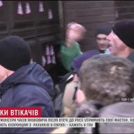 Журналісти ТСН спробували дізнатись, хто опікується маєтками колишніх міністрів Януковича