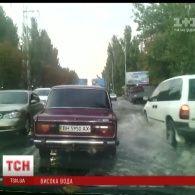 Через півгодинну зливу в десятибальних заторах зупинилася Одеса