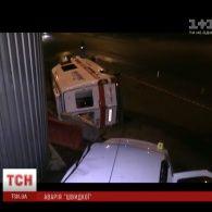 """У Києві """"швидка допомога"""" потрапила у аварію"""