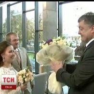 Порошенко побував на весільній церемонії за пришвидшеною процедурою
