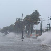 """Найстрашніший за останнє десятиліття: ураган """"Ірма"""" продовжує наступ на Карибський басейн"""