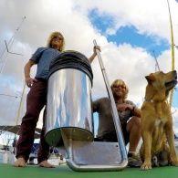 Австралійські серфери придумали, як виловлювати океанічне сміття