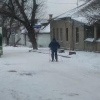 По Херсону сьогодні пересуваються на лижах