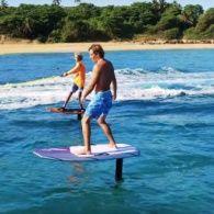 У Пуерто-Рико винайшли електромоторну дошку для серфінгу, яка літає над водою