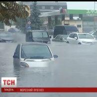 Перший сніг, землетрус та потужні зливи: чому Україну накрили природні катаклізми