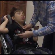 Из-за саботажа в Минсоцполитики дети с ДЦП вынуждены мучиться в неудобных колясках