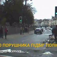 Впіймай мене, якщо зможеш: у британському містечку поліцейські разом з перехожими ловили злочинця на велосипеді