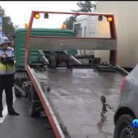 Лобове зіткнення двох авто спричинило кілометровий затор на під'їзді до Бучі