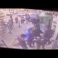 У Єгипті поліцейський зловив хлопчика, який випав із третього поверху