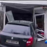 У Києві п'яний водій збив трирічну дитину та влетів у кіоск