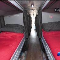 У Великобританії двоповерховий автобус перетворили на притулок для безхатченків