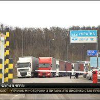 На Закарпатті на кордоні вишикувалися кілометрові черги з вантажівок