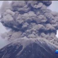 На Еквадорі вивергається вулкан Ревентадор