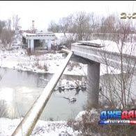 Буковинські чиновники вже шість років ігнорують ремонт зруйнованого мосту в Сторожинці