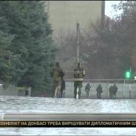 До Луганську вторглася колона військової техніки з зеленими чоловічками