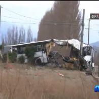На півночі Франції пасажирський автобус зіткнувся з потягом