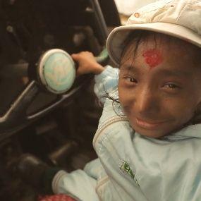 """Знайомство з """"Маленьким Буддою"""". Непал. Світ навиворіт - 4 серія, 8 сезон"""