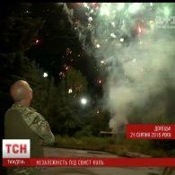 З посиленням обстрілів бойовиків та яскравими феєрверками на фронті відсвяткували День Незалежності