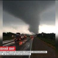 Перекинуті автівки та людські жертви: штат Техас опинився під ударом руйнівних торнадо