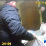 У Львові копи на руках виносили людей з охопленого вогнем будинку