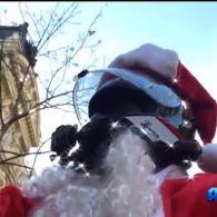 У Парижі водія-порушника затримав Санта- Клаус