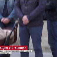 ТСН.Тиждень проінспектував великодні кошики українських політиків