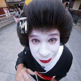 Поєдинок з борцем сумо і секрети гейш. Японія. Світ навиворіт - 15 серія, 9 сезон