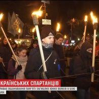 Велика хода, молитва та смолоскипи: у столиці вшановують пам'ять героїв Крут