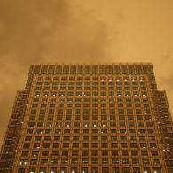 Апокаліптичний пил, загиблі, зруйновані будинки та дороги: наслідки урагану Офелія у Британії