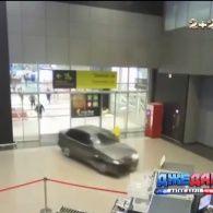 В Казані екс-правоохоронець розтрощив аеропорт на власному авто