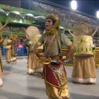 Танцівниця на карнавалі ледь не залишилася без трусів і продовжила виступ