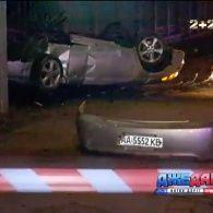 Смертельна аварія у Києві: автомобіль влетів у паркан зоопарку