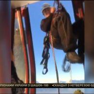 Майже 150 лижварів застрягли на канатній дорозі у французьких Альпах