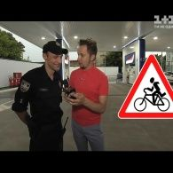 Артем Гагарин проверяет водителей на знание правил дорожного движения