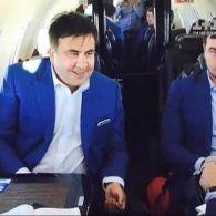 Как Саакашвили борется с коррупцией на частном самолете с бокалом виски - Гроші
