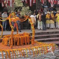 Как непальцы провожают бывших политиков в последний путь. Непал. Мир наизнанку - 13 серия, 8 сезон