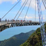 Топ-5 дивовижних пішохідних мостів світу