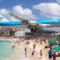 Скляний, з драконячими яйцями, чорним піском та літаками над головою: ТОП-5 найоригінальніших пляжів світу
