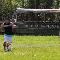 Дмитрий Комаров встретился с пограничной полицией и сыграл с ними в футбол. Мир наизнанку. Бразилия